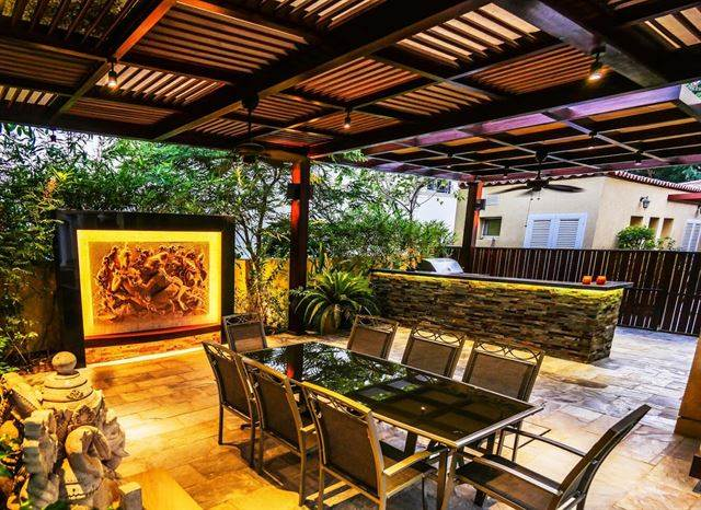 Landscape & Outdoor Dining Area